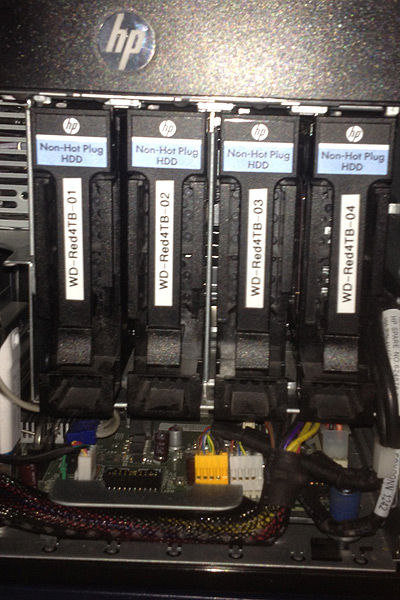 HP ProLiant mit 4HDDs